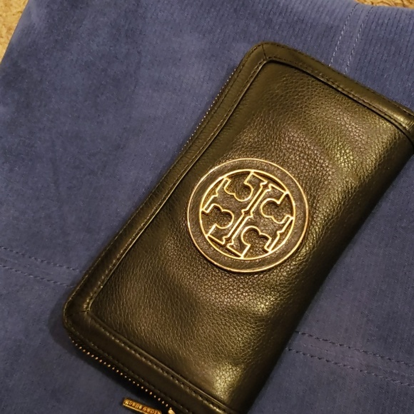 Tory Burch Handbags - Authentic Tory Burch black Leather wallet